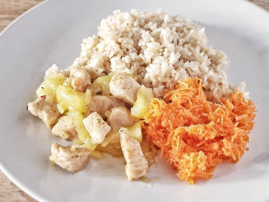 Indyk w jabłkach z ryżem i marchewką ojciec gotuje ojciecgotuje.pl